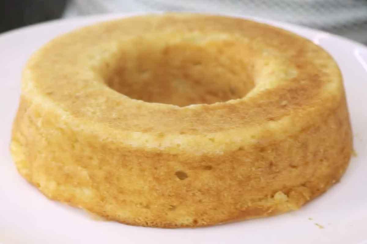 Receita fácil de bolo de aipim com coco no liquidificador. Foto: Reprodução Youtube
