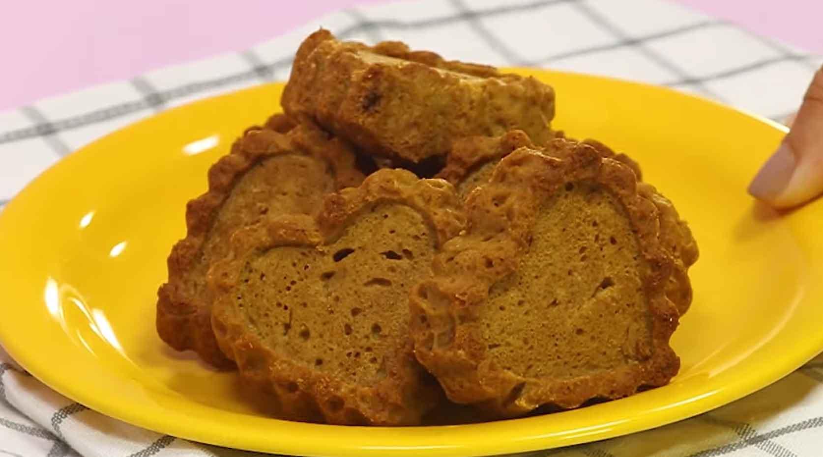 Receita fácil de de bolinho de maçã, gengibre e açúcar mascavo da Ana Maria Braga. Foto: Reprodução Youtube